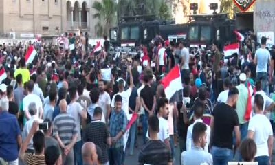 يتظاهرون في ساحة التحرير