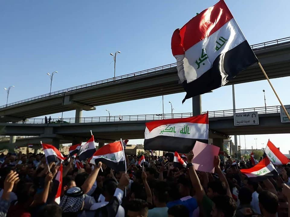 متظاهرو النجف يطالبون باسقاط الاحزاب